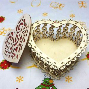 Резная шкатулка Сердце